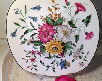 Gorgeous dinner plate in the Summertime pattern from stylecraft by Midwinter.