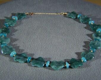 Vintage Retro Style Bold  Yellow Gold Tone Unique Green Lucite Bib  Necklace Chain    W