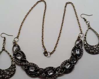 Antique gold statement necklace & earring set.