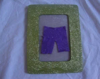 Bring a little destruction into your home with this fun handmade Hulk picture frame.