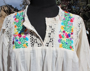100% Raw Cotton Embroidered with Flowers Mexican Blouse with Lace-BOHO-Hippie (Off-White)