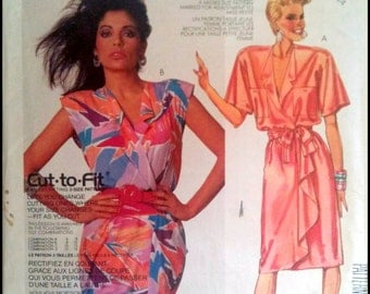 McCall's 2519  Misses' Dress ANd Tie Belt  Size (10-14)