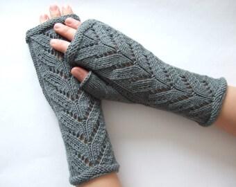 Knitted of 100 % MERINO wool. Gray fingerless gloves, wrist warmers, fingerless mittens. Handmade.