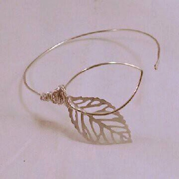 Gorgeous Delicate Bangle Leaf Bracelet