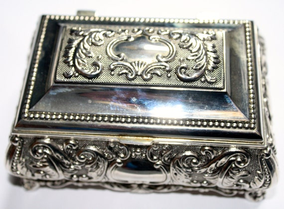 Decorative Metal Boxes With Lids : Decorative silver metal trinket or jewellery box with hinged