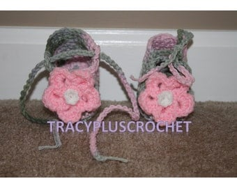 Crochet Pink Camouflage baby girl booties. Baby girl slippers. Baby slippers with flower and long tie. 0-12 month sizes. Handmade.