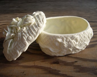 a covered White Flowers porcelain Jewelry Box