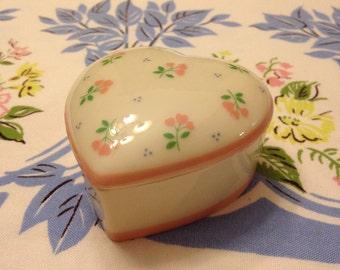 Sweet Little Vintage Heart Box