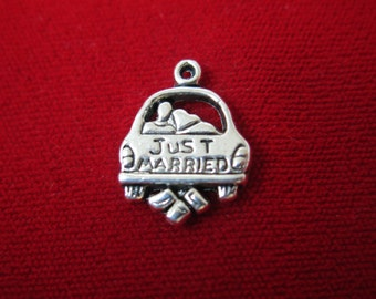 """10pc """"Just married"""" charms in antique silver style (BC265)"""