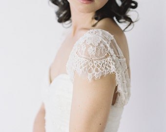 Merly // Two-Toned Wedding Dress with Delicate Lace Sleeves