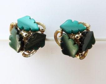 Vintage Earrings golden, green leaves --  vintage clip-on earrings -50s, vintage jewelry 50s - France