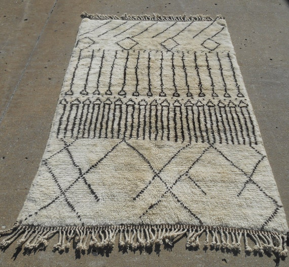 Genuine Moroccan Rug. Berber Weave Of The Atlas Mts Size