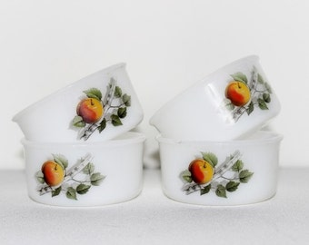 Arcopal ramekins. Milk glass. Arcopal France. French vintage. Vintage ramekin. French kitchen. Arcopal ramekin. Fruits de France // B281