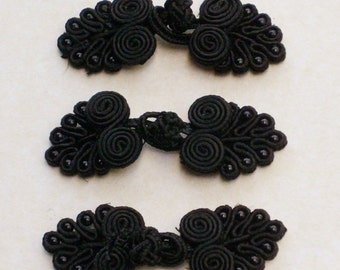 Black frog closure. 2 scroll leaves with beads. Set of 3