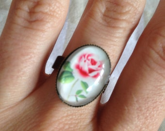 Pink rose adjustable ring with vintage style cameo