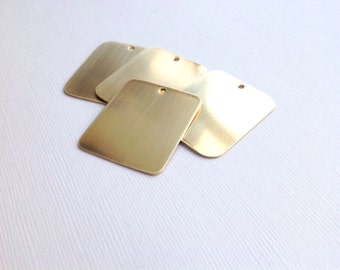 UK hand made quality brass metal dog tag blanks. 0.7mm (21gauge) thick and 25mm x 30mm for hand stamping or etching