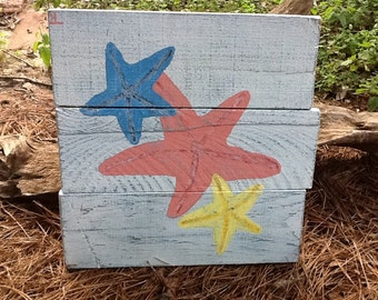 Distressed Painting of Starfish on Pallet Board
