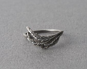 Feathers Sterling Silver Knuckle Ring