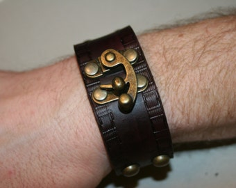 LEATHER STEAMPUNK BRACELET With Swing Bag Clasps
