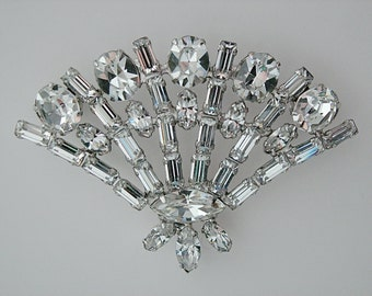 Vintage Brooch/Pin * Fan Shaped * Clear Rhinestones * Unsigned Weiss * Wedding, Holidays, Party, Evening, Dance, Celebration