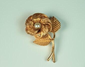 Pearl Wire Flower Brooch