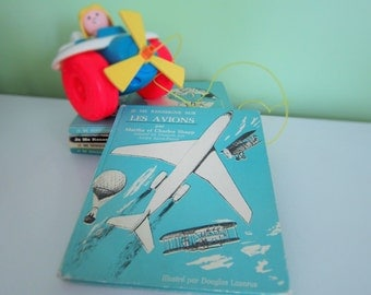 Je me renseigne sur les avions by Martha and Charles Shapp - Vintage French Children Book