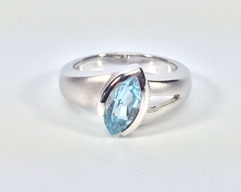 Blue Topaz Silver Ring // 925 Sterling Silver // Matte Rhodium Finish // Modern Design // Size #7