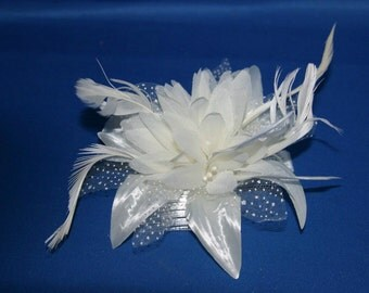 Ivory/ Cream Hair Fascinator on a Comb