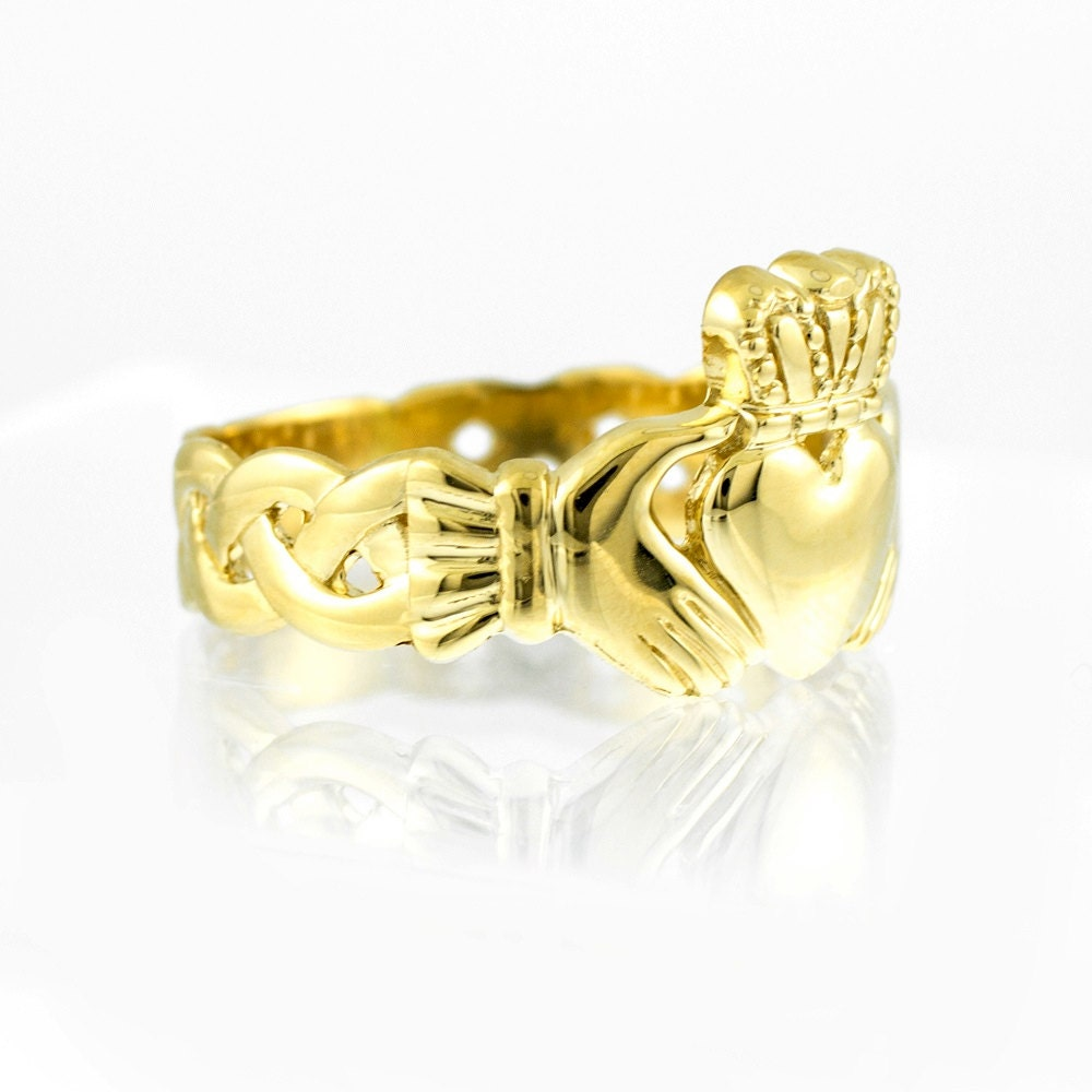 mens yellow gold claddagh band ring claddagh ring