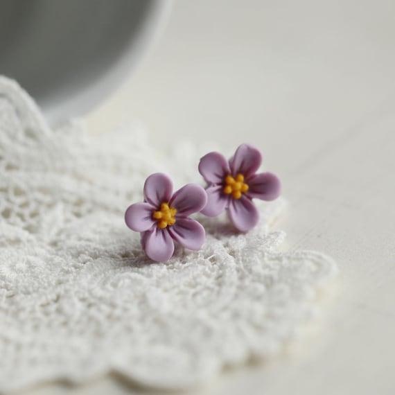 FMJ Creation: lucy. little wild flower stud earrings in romantic purple colour