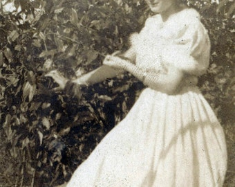 vintage photo 1916 Young Lady Spring Princess Headband