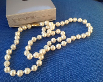 """Vintage New in Box Avon Pearlustre 24"""" Long Necklace"""