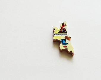 Buckingham England Brooch - Lapel Pin / Upcycled 60s Wood Puzzle Piece / Unique Wearable History Gift Idea / Timeless Gift Under 20