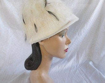 Clearance 1960's Vintage White Marabou and Black Feather Bee Hive Hat 22 1/2