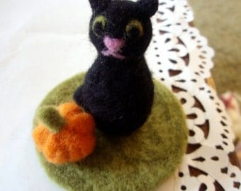 Felted Cat - Spooky Cat Needle Felted Mini Play Set - Fall Autumn Halloween Decoration - Cat and Pumpkin Decor or Toy