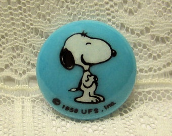 Snoopy Clothing Button, Charles Schulz, Peanuts Collectible Cartoon Comic