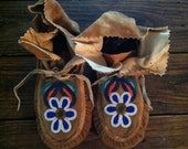 VINTAGE Native American beaded floral moccasins leather
