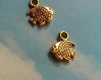 10 tiny double-sided fish charms, gold tone, 11mm