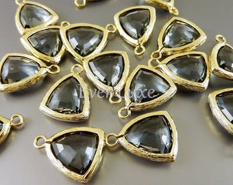2 gray triangle shape glass charms for jewelry making / grey glass beads for earrings necklaces 5076G-GR (bright gold, gray, 2 pieces)