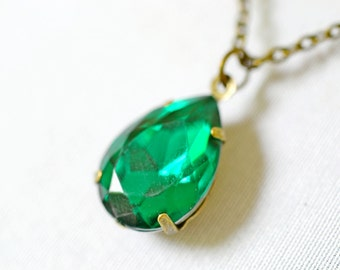 Emerald Green Estate Necklace, Vintage Emerald Rhinestone Retro Hollywood Estate Style Jewelry Vintage Glass