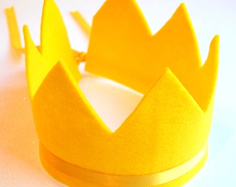 arya mini felt crown with seven points and adjustable ribbon tie.  available in 29 eco friendly colors.  party, play, rule.