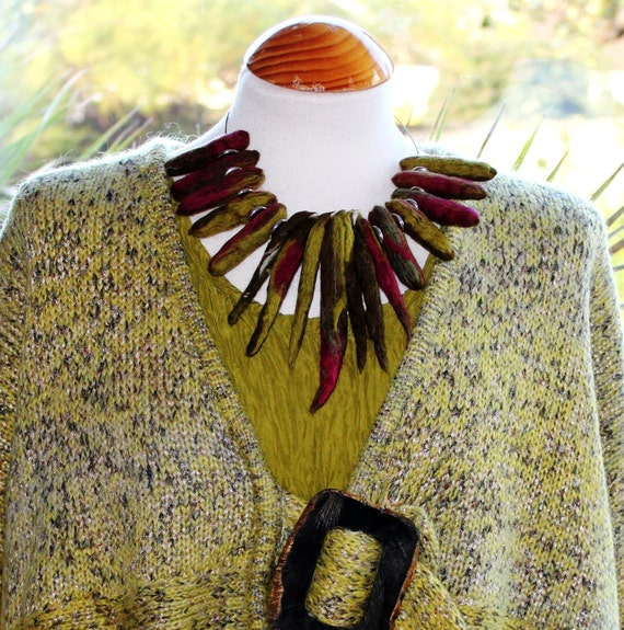 Chunky lagenlook green red necklace collar  -  hand felted wool ......Art to Wear