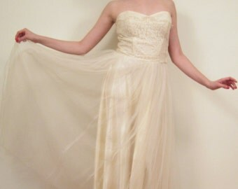 Vintage 1950s Strapless Wedding Dress with Lace Bolero Jacket, Headdress  / 50s Cream Lace and Tulle Bridal Gown / Small
