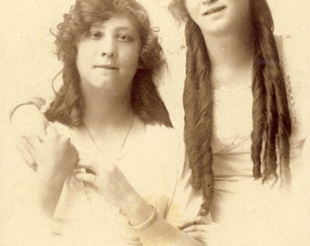 LONG LOOSE RINGLETS in Hair of Young Girls Photo Circa 1910