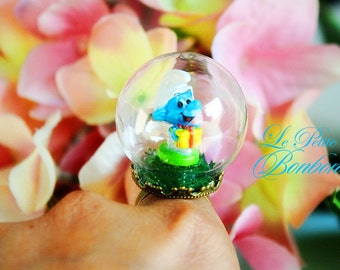 Jokey Smurf in a glass globe ring