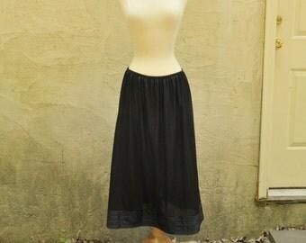 Black Half Slip Sz. M-L // 1960s Lingerie
