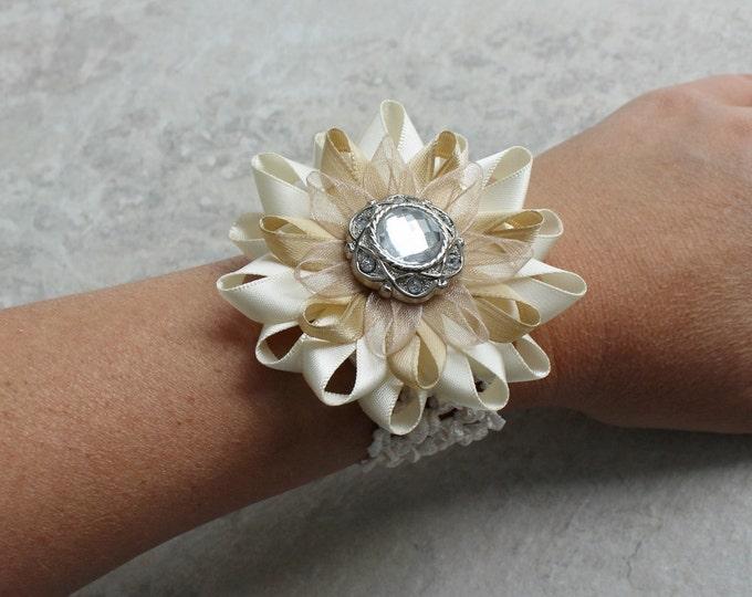 Beige Wrist Corsage, Beige Wedding Flowers, Flower Bracelet for Women, Beige Corsage Flowers, Ivory Bracelet, Wrist Flowers, Prom Corsage
