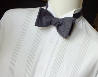 Bow Tie - men's - made in a grey pindot cotton fabric, freestyle / Bagzetoile - making just bowties for men
