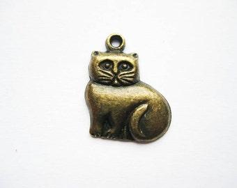 SALE - 8 Fat Cat Charms in bronze tone - C1584