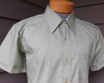 vintage 1970's -Golden Warrior- Men's short sleeve shirt. Sage Green poplin - Cuffed sleeves. Near 'New'. Large - 16 1/2
